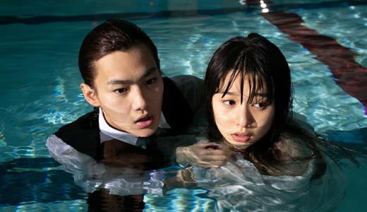 桜井日奈子、バスタオル1枚での体当たり演技が話題に!『僕の初恋をキミに捧ぐ』