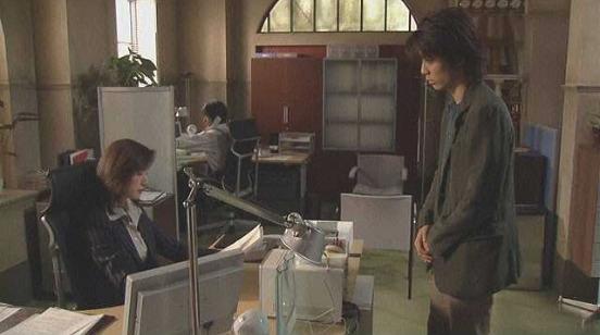 離婚弁護士の事務所で話す間宮貴子と本多大介